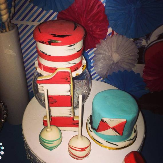 Dr.-Seuss-Birthday-Party-Mini-Cakes
