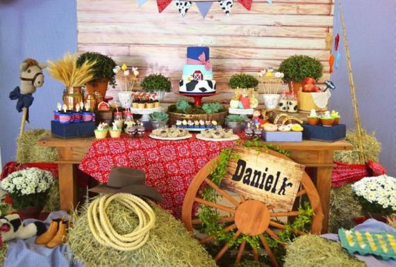 Farm-Adventure-Birthday-Party-Dessert-Table