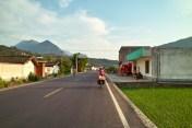 Dörfer entlang der Straße.