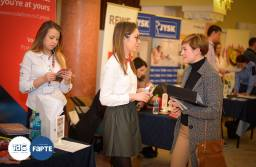 40 de companii recrutează miercuri și joi la Casa Armatei din Brașov, la Târgul de Cariere. O mie de joburi disponibile și două cursuri la care poți participa