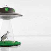 This alien abduction lamp reminds us why we should sleep with one eye open