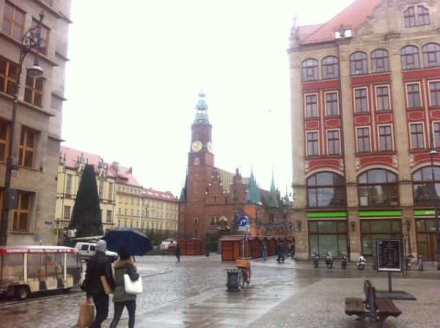 J'ai pris une photo de la cathédrale mais trop tard, il y a le marché de noël qui se met en place.