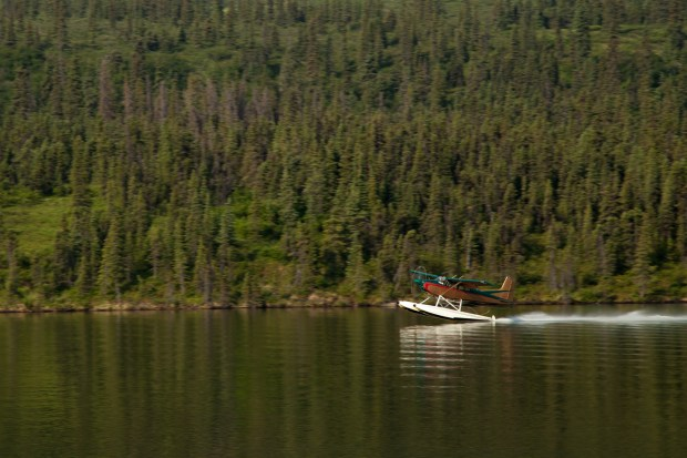 Puntilla lake float plane