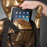 C3P0 no viene con un iPad, pero le sobra espacio para guardarla