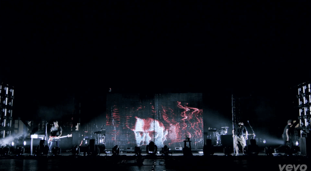 Nine Inch Nails puts Kinect, various other gadgets to use on festival tour