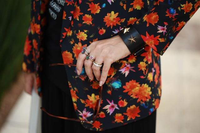 blog-da-alice-ferraz-look-tshirt-blazer-floral (6)