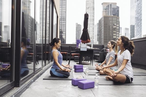 A aula de yoga que fizemos com vista para a Quinta Avenida!