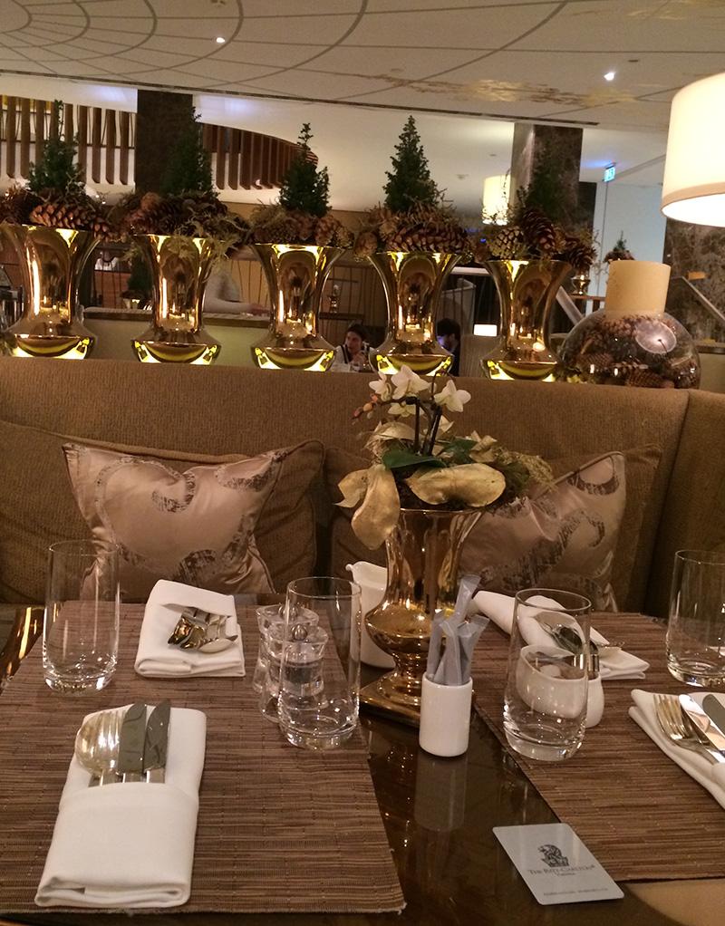 O café da manhã delicioso e impecável, simplesmente tudo era perfeito, comida, decoração e ambiente!