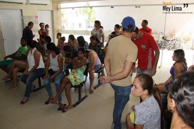 Recepção cheia de donentes a procura de atendimento se tornou cena corriqueia no Hospital Municipal Nossa Senhora de Fátima - Fotos: Thonny Hill