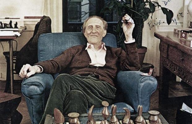 marcel-duchamp-chess-set