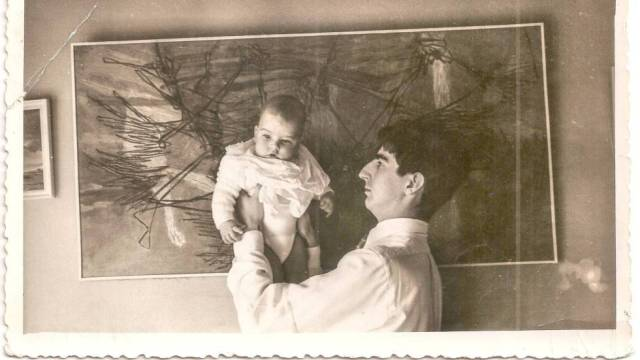 Juan Benet con su hijo Ramón en 1956.