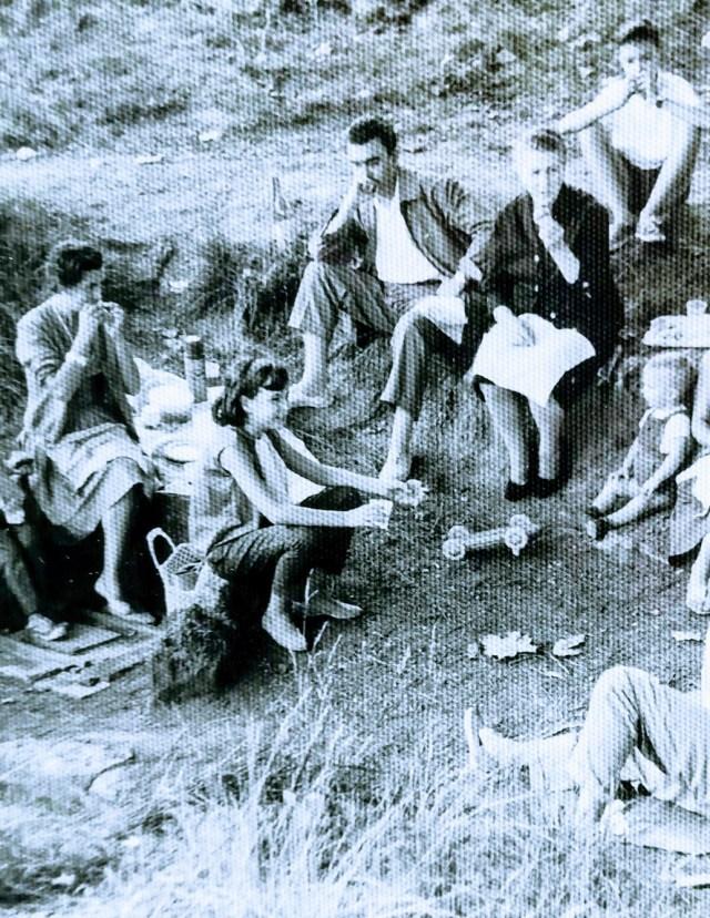 Dejeneur sur l´herbe a Piera (Catalogne). Famille V-M.