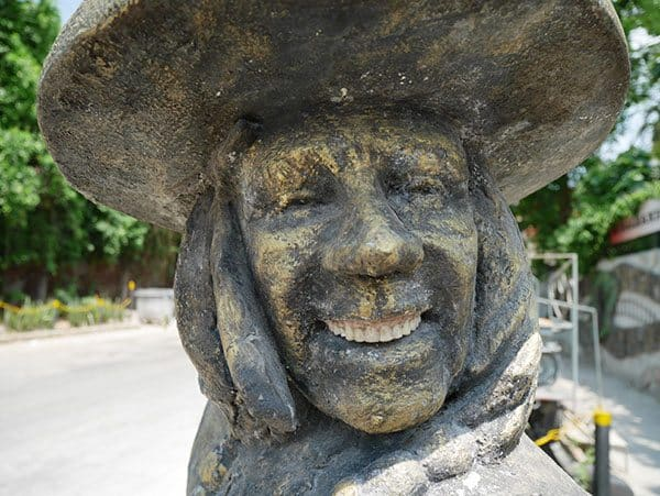 Sculpture with real teeth