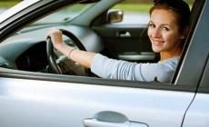 Permalink to 4 Tips Aman Berkendara Mobil bagi Wanita