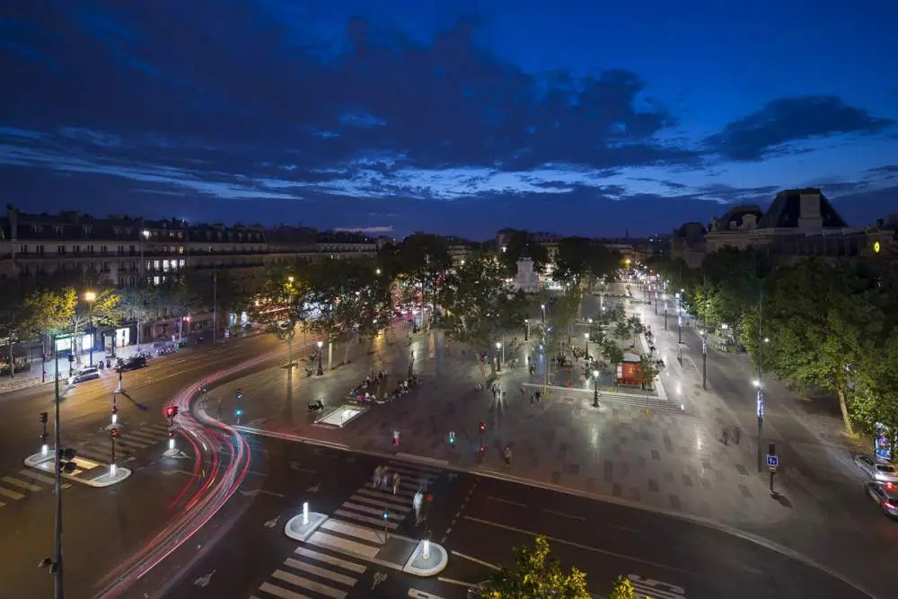 Reportage éclairage public, place de la république à Paris by night