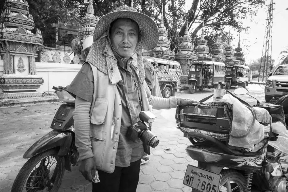 Photographe (avec son imprimante portative), Laos