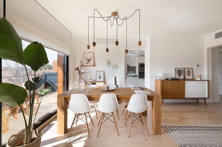 Déco chaleureuse dans un appartement moderne - Blueberry Home