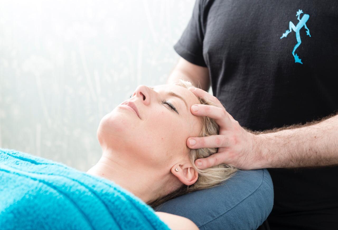 stress-relieving-head-massage