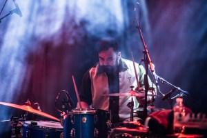 Alex Pettersen på trommer