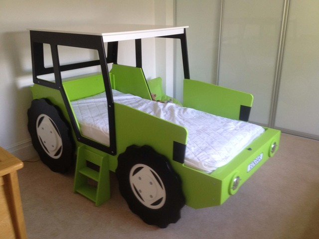 Lime Green White Bluewell Theme Beds