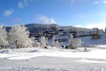 Das Iglu und die Eisbahn am Laaxer See