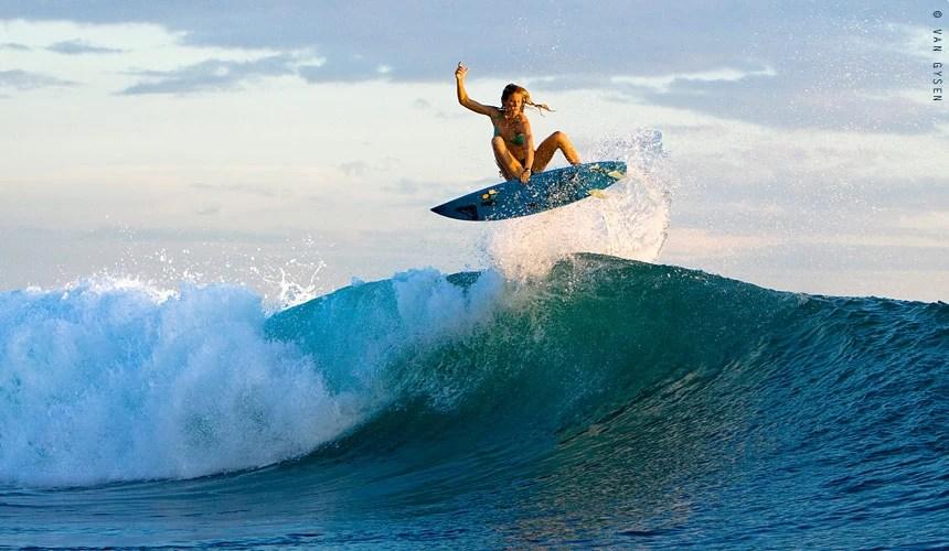 Girl In Woods Wallpaper Surfen En Vrouwen Ontdek Hier De Topvrouwen In Het Surfen