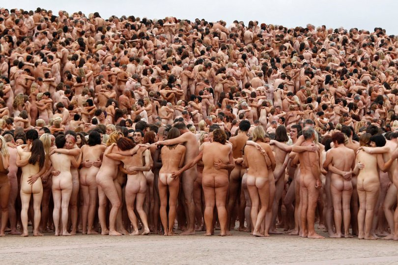 """Naked volunteers pose for U.S. artist Spencer Tunick in front of the Sydney Opera House March 1, 2010. Organisers estimate 5,200 people posed for the early morning nude photo installation titled """"Mardi Gras: The Base"""".      REUTERS/Tim Wimborne  (AUSTRALIA - Tags: SOCIETY)                 TEMPLATE OUT"""