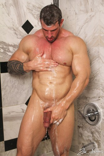 wet-naked-bodybuilder