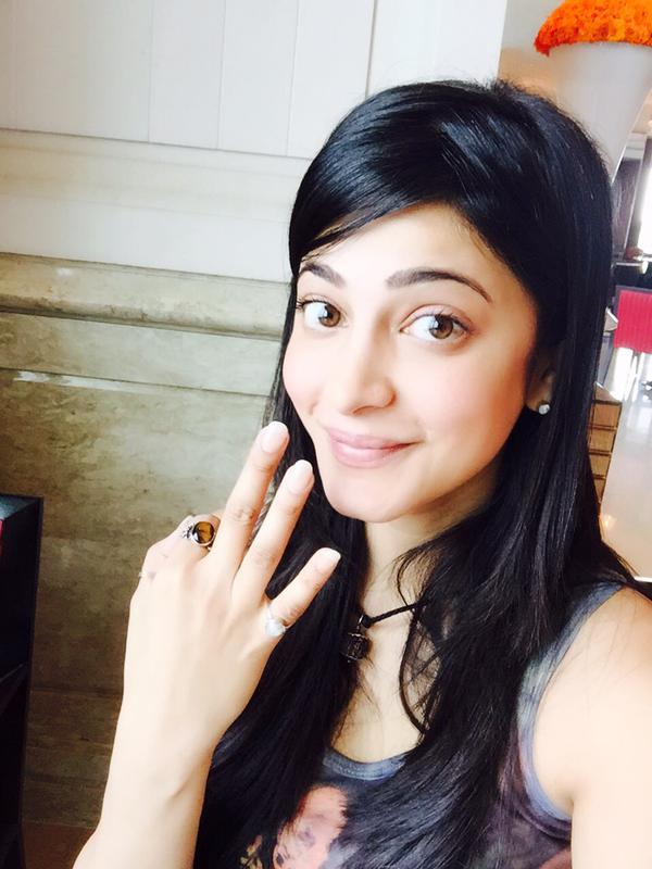 Akshara Haasan Cute Wallpapers Shruti Haasan Crosses 3 Million Followers On Twitter