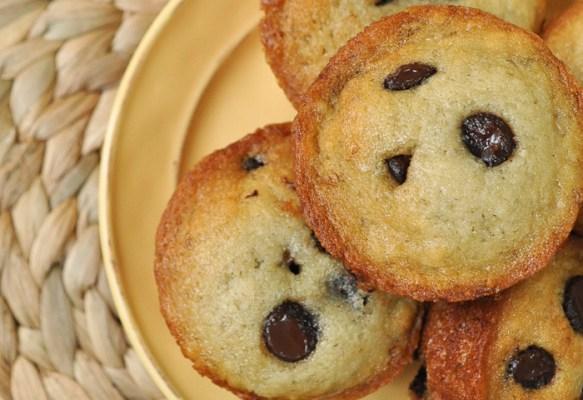 {Vegan} Banana Chocolate Chip Muffins