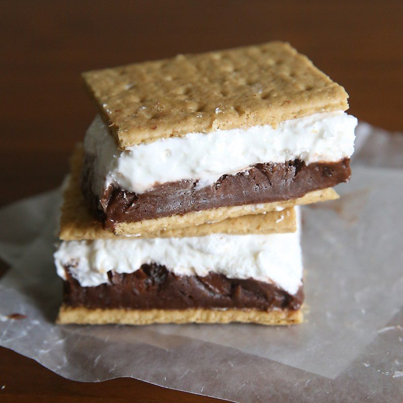 frozen-smores-smores-easy-recipe-pudding-ice-cream-sandwich-marshmallow-cold-treat-summer-2