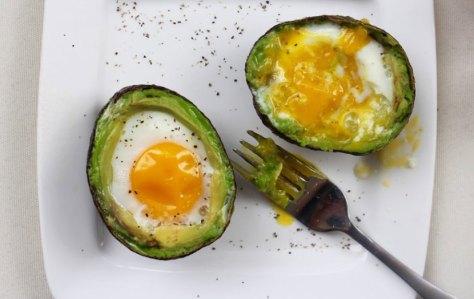 wellandgood-avocado-eggs-830x524