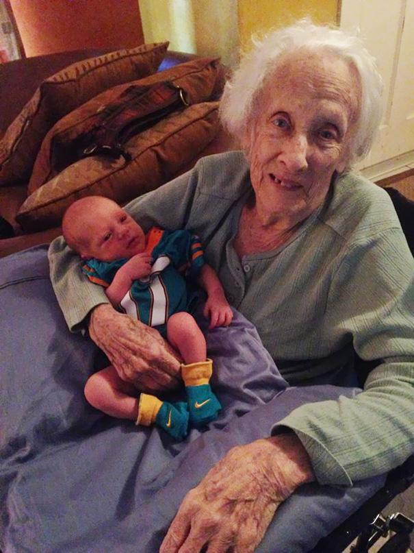 recien-nacida-nina-conoce-su-bisabuela-de-101-anos-rosa-camfield (9)