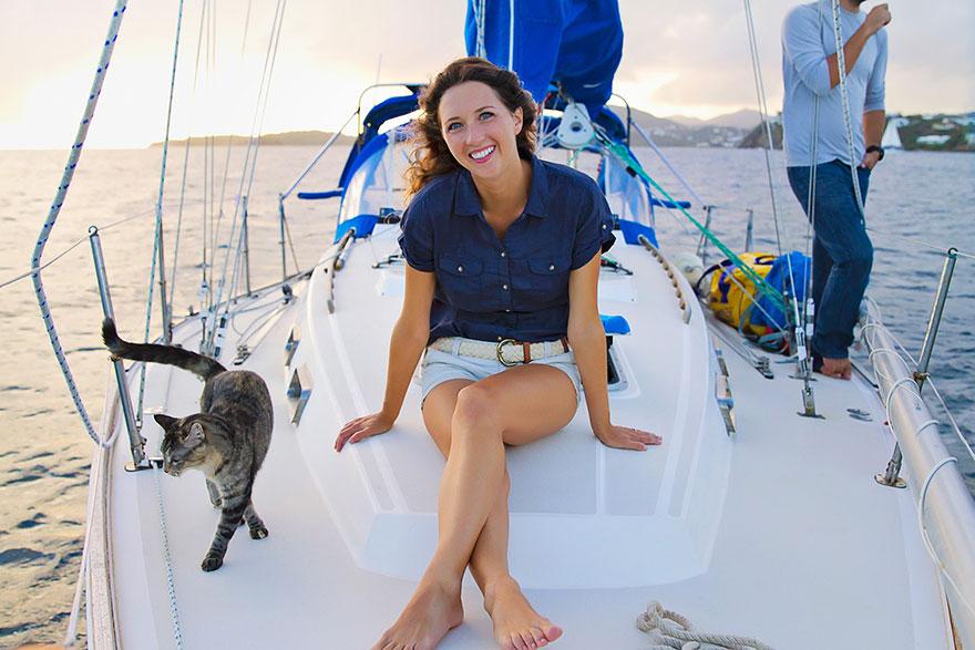 pareja-viajes-mundo-barco-gato-matt-jessica-johnson (10)