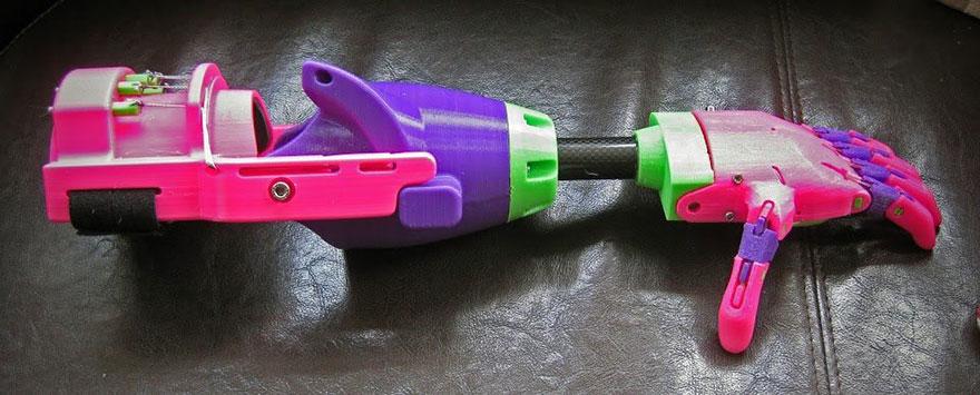 brazo-prostetico-impreso-3d-enable-stephen-davies-isabella (1)