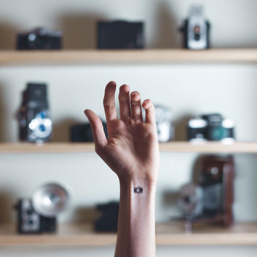 fotos-conceptuales-tatuajes-diminutos-munecas-austin-tott (1)