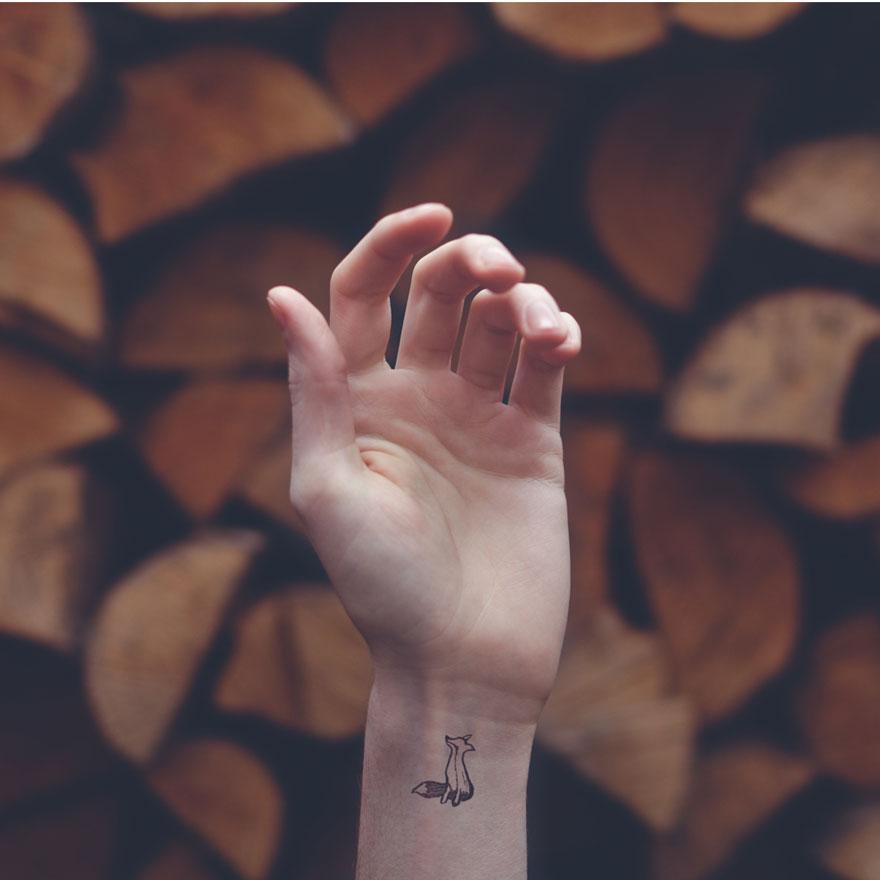 fotos-conceptuales-tatuajes-diminutos-munecas-austin-tott (10)