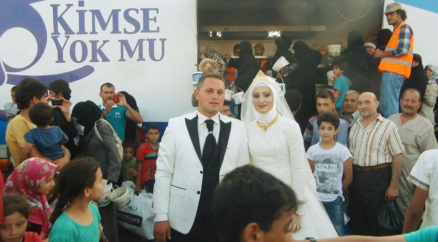 pareja-turca-boda-alimentar-refugiados-sirios (4)
