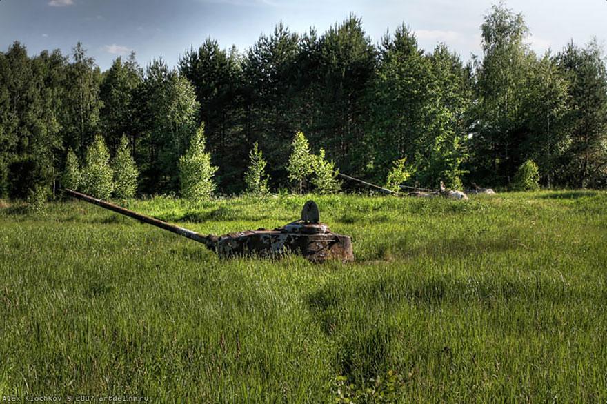 tanques-devorados-naturaleza (2)
