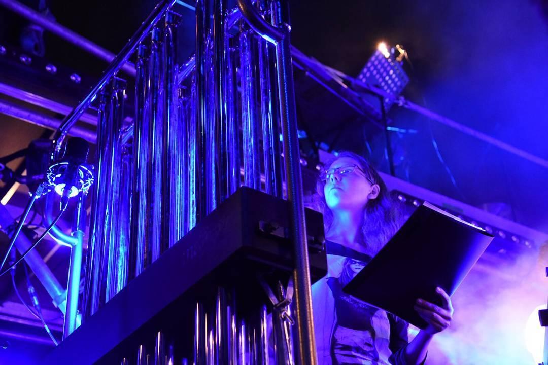 Repetitie Koel/Cool 2 Drum op de binnenplaats Tiendschuur waar dit evenement morgenavond plaatsvindt. Voor meer info kijk op www.luniage130.nl