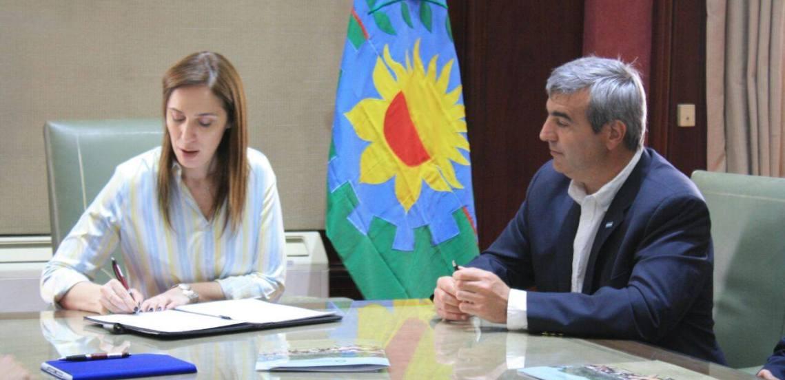 Duañona junto a Vidal en la Casa de Gobierno