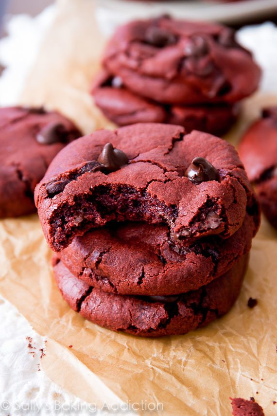 red-velvet-chocolate-chip-cookies-5