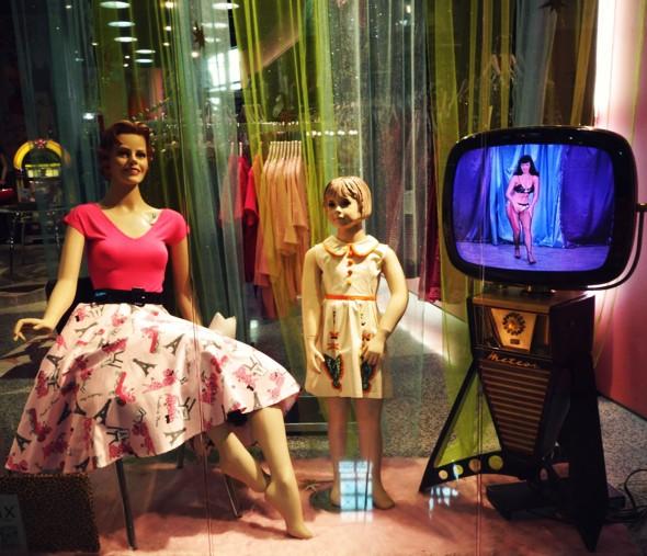 las vegas caesars palace vintage clothing shop_effected
