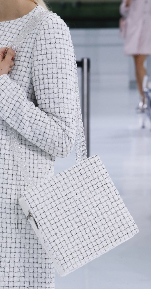 Chanel-Spring-Summer-2016-Runway-Bag-Collection-Featuring-New-Squared-Tote-Bag-15