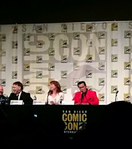 [image: sam raimi, lucy lawless, and bruce campbell at the ash vs. evil dead panel]