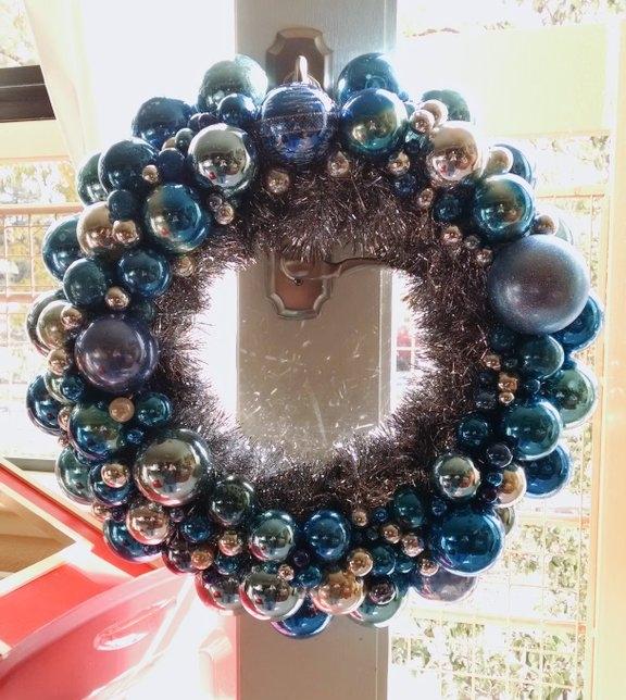 [image: my hanukkah wreath, beautifully backlit]