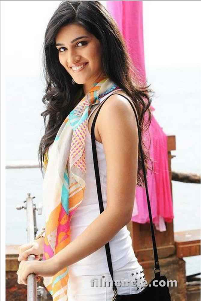Decent Wallpapers For Girls Kriti Sanon Pics 30 Cute Kriti Sanon Outfits And Looks