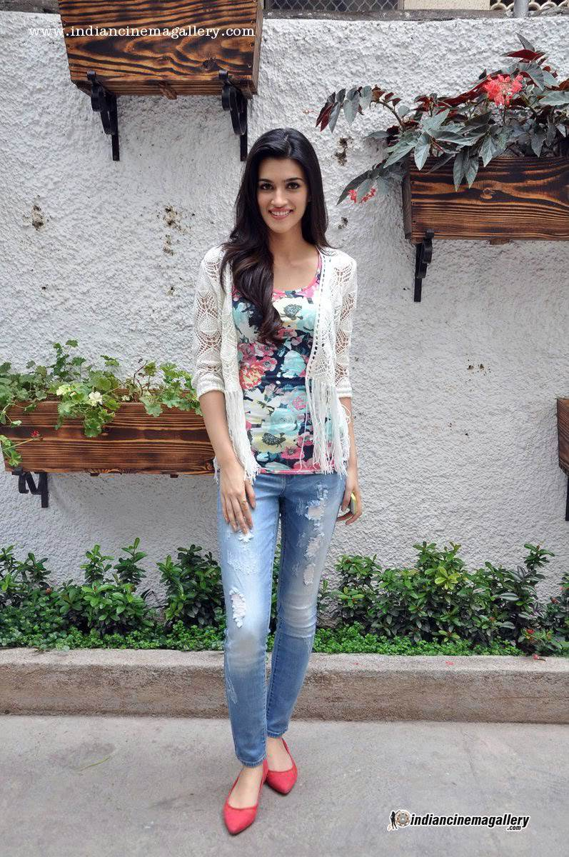 Cute Indian Baby Images For Wallpaper Kriti Sanon Pics 30 Cute Kriti Sanon Outfits And Looks