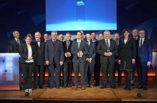Secretária de Economia da Baviera, Ilse Aigner, com os premiados