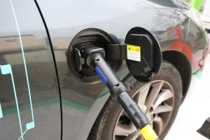electric-cars-1068920_1920